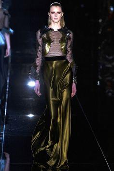 Gucci- Plumas, sedas, encantamientos imprescindibles...