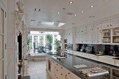 Big kitchen with breakfast nook atrium.