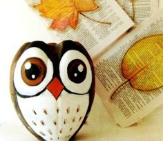 Owl made of recycled plastic bottle -