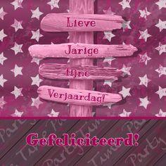 Roze-paarse felicitatie of uitnodigingskaart, met hout-print, sterren en een roze strandpaal waarop een tekst geplaatst kan worden.