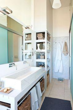 「清潔感のあるバスルーム 空間をフルに使って機能的に」コーディネートNo.20315