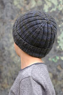 Classic Beanie is a simple ribbed beanie made all the more interesting by a structured crown - these decreases add all the detail. hat kids ravelry Classic Beanie pattern by Woolly Wormhead Beanie Knitting Patterns Free, Beanie Pattern Free, Baby Hats Knitting, Mittens Pattern, Free Knitting, Crochet Patterns, Hat Patterns, Knit Hat For Men, Knitted Hats Kids