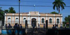 Padres de familia del Instituto Normal Mixto Carlos Dubón, ubicado en la zona 4 de Retalhuleu, denunciaron que a diario sus hijos son víctimas de delincuentes que operan en los alrededores del plantel educativo.