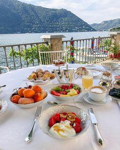 Villa d'Este ( lac de Côme), Cernobbio, Italy Brunch Mesa, Lake Como Italy, Italy Food, Places In Italy, Breakfast In Bed, Romantic Breakfast, Romantic Meals, Summer Pictures, Toscana