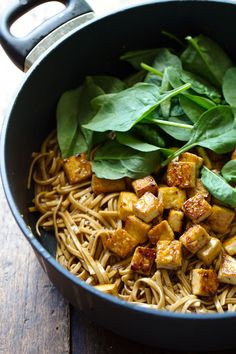 Black Pepper Stir Fried Noodles - sauce made from scratch and perfectly golden brown tofu = happy food! Veggie Recipes, Asian Recipes, Whole Food Recipes, Vegetarian Recipes, Cooking Recipes, Healthy Recipes, Ethnic Recipes, Veggie Meals, Ww Recipes