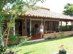 Spanish style homes – Mediterranean Home Decor Hacienda Homes, Hacienda Style, Village House Design, Village Houses, Spanish Style Homes, Spanish House, Pergola, Gazebo, Hut House