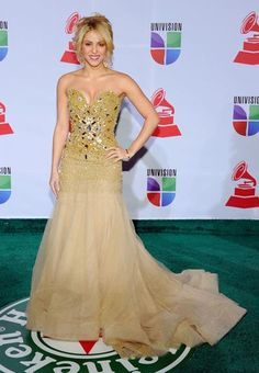 Платье шакиры на золотой мяч