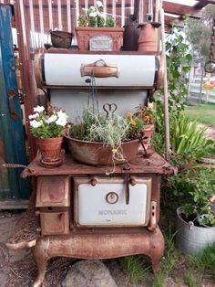 Old Kitchen Stove as yard decor. Antique Wood Stove, How To Antique Wood, Antique Kitchen Stoves, Wood Stove Cooking, Old Stove, Vintage Stoves, Garden Junk, Most Beautiful Gardens, Rustic Gardens