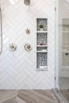 Modern Farmhouse Shower Niche Modern Farmhouse Style Shower Design with White Double Herringbone Tile, Frameless Glass Shower Sur Master Bathroom Shower, Tile Shower Niche, Shower Tile Designs, Bathroom Tile Showers, Master Bathrooms, Subway Tile Showers, Shower Floor Tile, Shower Alcove, Bath Tub Tile Ideas