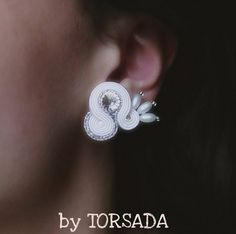 białe kolczyki sutasz ślubne SELENE marki TORSADA