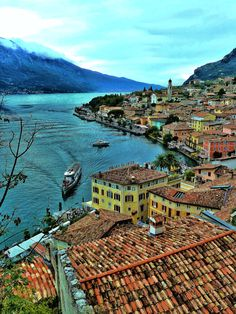 Limone sul Garda ~ Lago di Garda #Italy johnenpieter.com