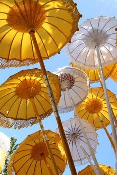 Yellow and white umbrellas in Bali Umbrella Art, Under My Umbrella, Yellow Umbrella, Umbrellas Parasols, Photocollage, Singing In The Rain, Shades Of Yellow, Happy Colors, Mellow Yellow