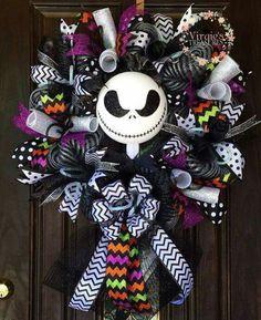Halloween Wreath- Jack Skellington- Nightmare Before Christmas Casa Halloween, Theme Halloween, Halloween Christmas, Halloween Design, Halloween Crafts, Holiday Crafts, Halloween Decorations, Halloween Wreaths, Halloween Prop
