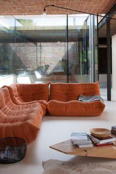 hologramdoorbells:lezze architecten Beige Living Rooms, Living Room Interior, Home Interior, Home Living Room, Interior Decorating, Interior Design, Bohemian Interior, Modern Bohemian, Interior Modern