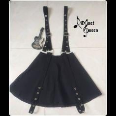 """@moda_roquetqueen publicó en su perfil de Instagram: """"⚡Falda con tirantes de correa y ojaletes diseñada en bengalina.   🔥 Escríbenos al interno o al wpp…"""" Skirt With Suspenders, Skirts"""
