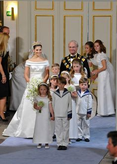 Bridal inspiration from the royal wedding of Victoria & Daniel { Stockholm, 19 June 2010 } Victoria Prince, Princess Victoria Of Sweden, Crown Princess Victoria, Royal Wedding Gowns, Royal Weddings, Wedding Dresses, Casa Real, Princesa Victoria, Wedding Bible
