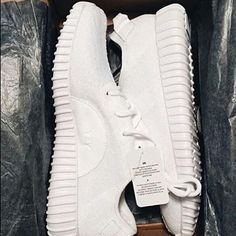 WHITE ON WHITE YEEZY BOOST .YZY BST
