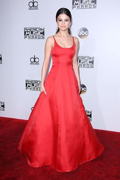 2016 AMAs: Selena Gomez is wearing a red satin Prada gown. Classy and Glam! Red is a beautiful color on Selena!