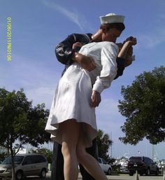 The famous kiss, Sarasota, Florida: Unconditional Surrender - Statue