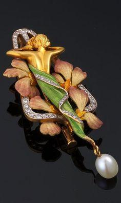 Art Nouveau - Louis Masriera - Enamel, Pearl and Diamond Brooch. Bijoux Art Nouveau, Art Nouveau Jewelry, Jewelry Art, Jewelry Design, Fine Jewelry, Enamel Jewelry, Antique Jewelry, Vintage Jewelry, Diamond Brooch