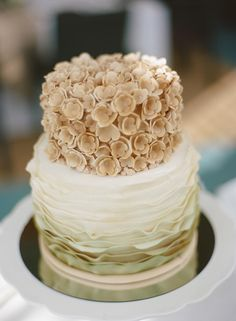 Very cool wedding cake ~ by Yascha Becker /   Photography by pure7studios.com