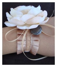 Non-grandma-ish wrist corsages | Offbeat Bride