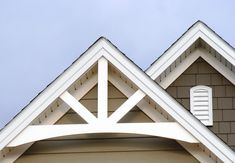 Exterior house gable decorations - House and home design Craftsman Decor, Craftsman Exterior, Exterior Trim, Craftsman Style Homes, Exterior Design, Craftsman Trim, Exterior Rendering, Exterior Doors, Exterior Paint