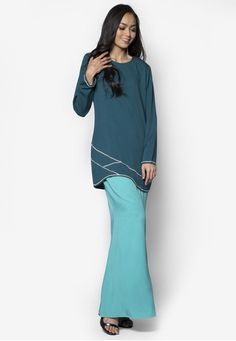 Baju Kurung Modern from Gene Martino in Green Gene Martino wants to make sure you look good when the occasion calls for traditional wear. Simple and feminine, this loose-fitting colourblocked design does so much for you with so little. A good purchase, we must say.  Top - Polyester - Rou... #bajukurung #bajukurungmoden