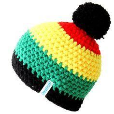 Ručně háčkovaná čepice v rasta barvách s vyměnitelnou bambulí, která Vám zahřeje i ty nejpromrzlejší uši.