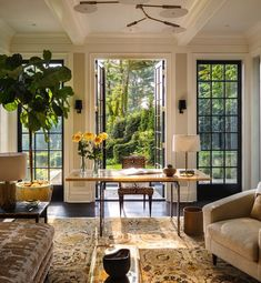 Home - Southern Home Magazine Taking on Monday morning one beautiful office (and cup of coffee☕) at a time! (dreamy space by Victoria Hagan Interior) Home Design, Best Interior Design, Interior Designing, Luxury Interior, Design Design, Creative Design, Interior Design Living Room, Living Room Decor, Interior Livingroom