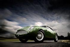 Aston Martin by Tim Wallace, via Behance cc @marcosgpineiro para esa serie de retrocars :)