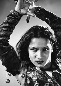 Gypsy: Carmen Amaya - Queen of the Gypsies, was a Romani dancer who performed around the world and had a huge impact on the art of flamenco. During her lifetime, she was called the greatest of dancers, and Queen of the Gypsies. Gypsy Life, Gypsy Soul, Hippie Life, Carmen Amaya, Spanish Gypsy, Spanish Music, Spanish Style, Gjon Mili, Gypsy Caravan