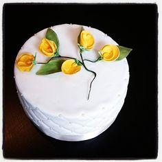 Klein taartje gemaakt voor symphony revalidatie als dank voor mijn alle hulp bij mijn revalidatie Cake Decorating, Decorating Ideas, Let Them Eat Cake, Wedding Cakes, Desserts, Food, Tailgate Desserts, Meal, Wedding Pie Table