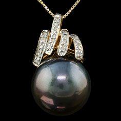 Maison d'enchères en ligne Catawiki: 14kt gold pendant set with 16.5-14.2mm tahitian pearl and 18 diamonds - **no reserve price**
