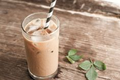 Iced Skinny Latte Top 10 Starbucks Drinks To Maintain Your Diet Iced Latte, Iced Coffee, Coffee Cups, Skinny Latte, Shake Diet, Diet Shakes, Starbucks Drinks, Meal Replacement Shakes, Tea Recipes