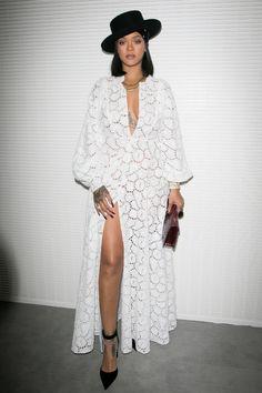 Rihanna en robe blanche Dior au prix LVMH