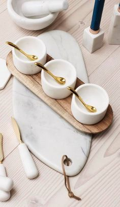 Agatha O l Combined with sleek acacia wood and warm metallic gold, our handcrafted Marble Pinch Pot & Tray Set makes a sophisticated addition to your tableware collection. Kitchen Items, Kitchen Utensils, Kitchen Decor, Kitchen Tools, Kitchen Gadgets, Kitchen Furniture, Assiette Design, Design Plat, Pinch Pots