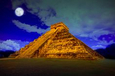 """O nome Chichén-Itzá tem raiz maia e significa """"pessoas que vivem na beira da água"""". A pirâmide foi o último e, sem qualquer dúvida, o mais grandioso de todos os templos da civilização maia."""