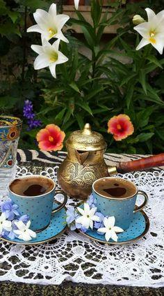 By Éphémeride seasonal calender Tea Cup Set, My Cup Of Tea, Good Morning Coffee, Coffee Break, I Love Coffee, But First Coffee, Coffee Drinks, Coffee Cups, Café Chocolate