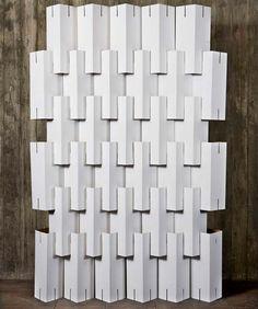 (Jordi Veytia) Casa Feita em Casa: Móveis de Papelão / Hard Paper Furniture cutting slits on the cardboard to put together, good idea instead of glue or tape Cardboard Design, Cardboard Crafts, Paper Crafts, Cardboard Furniture, Diy Furniture, 3d Cuts, Karton Design, Diy Room Divider, Room Dividers