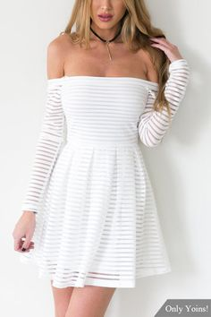 Blanco fuera del hombro de manga corta mini vestido