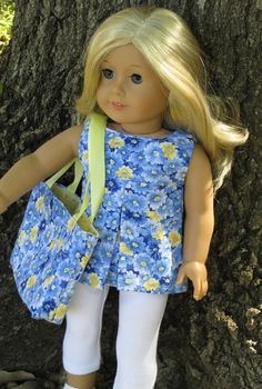 American Girl Doll Clothes - 2 piece Pleated Tunic and Leggings and matching tote bag. Love the sharply pleated top. Sewing Doll Clothes, Girl Doll Clothes, Doll Clothes Patterns, Girl Dolls, Ag Dolls, Doll Patterns, Ropa American Girl, American Girl Crafts, American Doll Clothes
