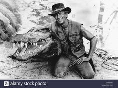 paul-hogan-actor-as-crocodile-dundee-the-tough-guy-from-the-outback-B4HXW7.jpg (1300×973)