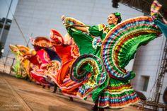 The colourful Jarabe tapatío in motion - #FestivalSantaLucía. Monterrey, N.L. #Mexico. Santa Lucia, International Dance, Dancing Day, Dance Fashion, South America, Folk Art, Costumes, Projects, Beautiful