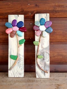 Rock Art using such simple things as pallets, rocks, sticks, acrylics, Mod… Stone Crafts, Rock Crafts, Diy And Crafts, Crafts For Kids, Arts And Crafts, Rock Flowers, Rock And Pebbles, Pallet Art, Summer Crafts