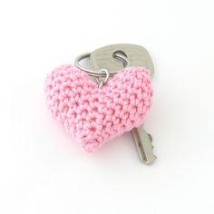 Pink puffy heart keychain - crochet Inspiracion Teresa Restegui http://www.pinterest.com/teretegui/ ✔