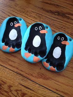 Penguin footprint ornaments Definitely doing these with my kiddos Baby Ornaments, Homemade Ornaments, Ornament Crafts, Diy Christmas Ornaments, Diy Christmas Gifts, Kids Christmas, Christmas Pictures, Christmas Crafts For Toddlers, Winter Crafts For Kids