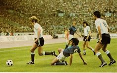 Argentina 1 Italy 1 in 1974 in Stuttgart. Action from Group 4 at the World Cup Finals.