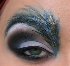 very clever eye makeup technique!  Makes me want to go to a masquerade party!