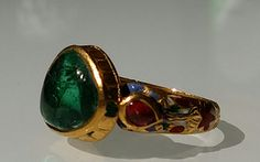Emerald cabochon ring. Set in 22K gold. Deccan period, enamelled with a desing of red flowers with white, parrot and deep green. www.gutgalgems.com